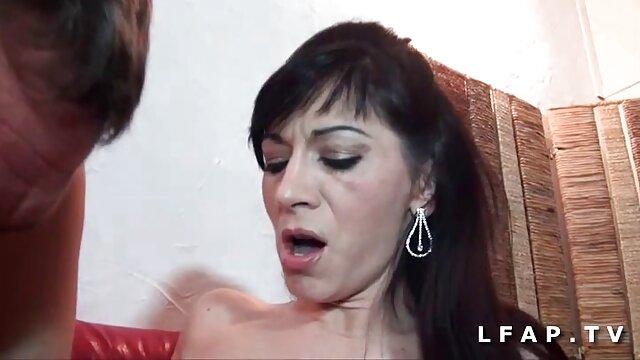 Telecamera nascosta distrutto le donne mamme troie italiane amatoriali nello spogliatoio